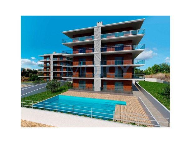 Apartamento T2 em condomínio com piscina