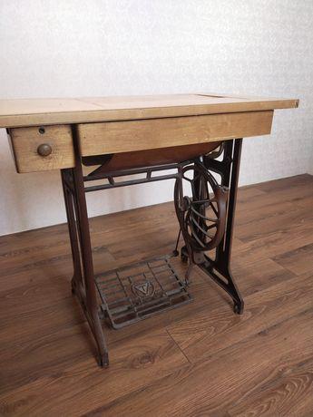 Столик ажурный, швейная машинка