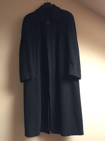 Czarny płaszcz męski