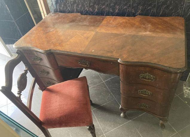 Mesa/secretária de madeira antiga c/ caderia!
