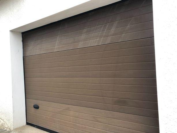 Portão de garagem eletrônico, automático e comando