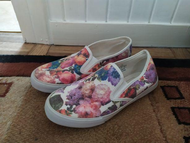 Nowe buty slip on