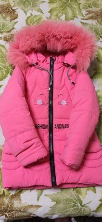 Продам очень теплую зимнюю курточку на девочку 134 рост!