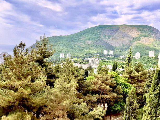 Видовая на Аю-Даг, море и горы 2-к квартира в Партените, 60,5 кв.м.
