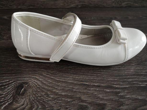 Białe skórkowe balerinki wkładka 20 cm.