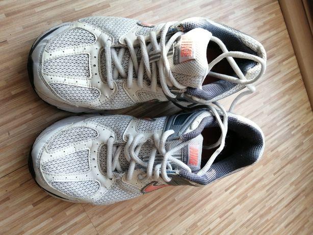 Buty sportowe białe Nike Zoom