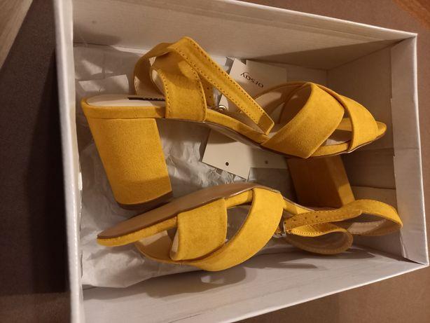 Sandały w kolorze żółtym