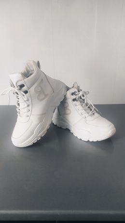 Кроссовки белые зимние с мехом эко кожа  р. 38