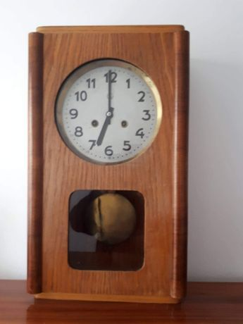 Wiszący zegar wahadłowy