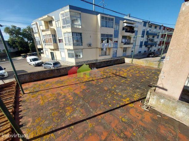 Moradia T2 para remodelação no Pinhal Novo - 125 000 €