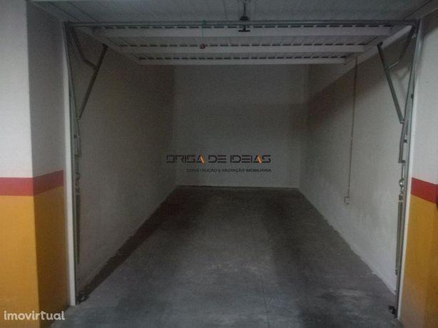Arrenda-se garagem fechada para carro em Aveiro