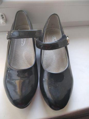 Туфли. Туфельки Взуття