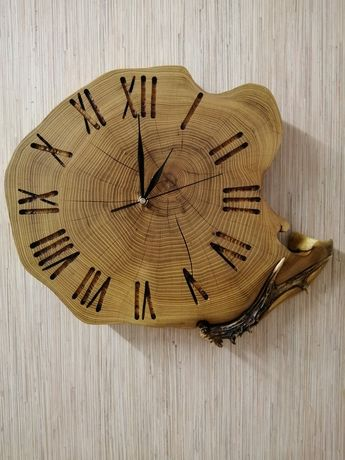 Zegar akacjowy z porożem