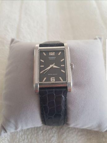 Zegarek Casio na pasku skórzanym czarnym