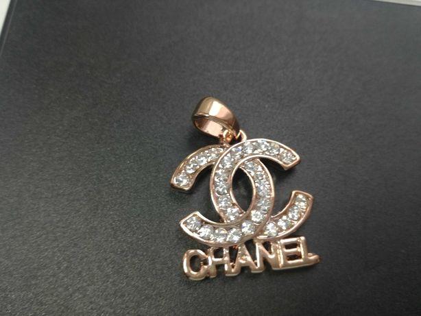 Piękny Wisiorek Chanel