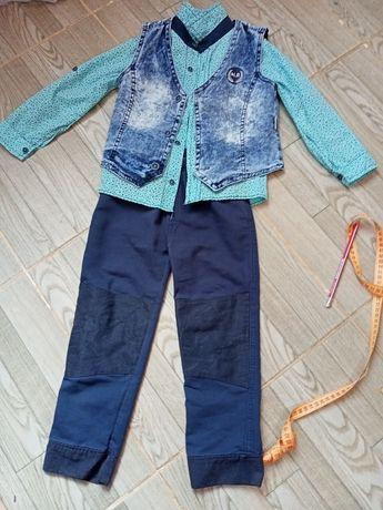 Нарядный костюм тройка для мальчика на 4-5лет