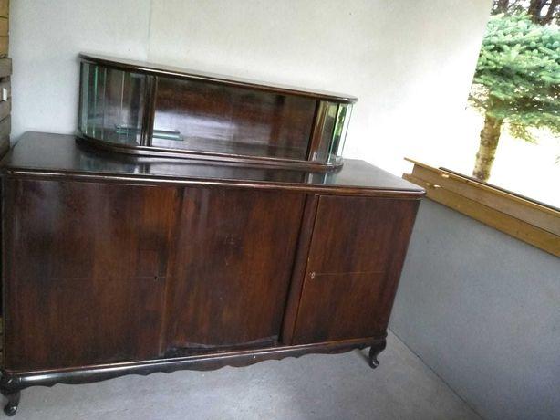 Komoda/serwantka z lat 50, drewniana z przeszkloną nadstawką.