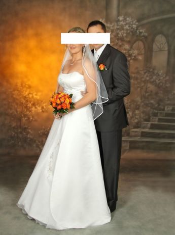 Suknia ślubna - biała ze srebrną aplikacją, rozm. 42 (plus bolerko).