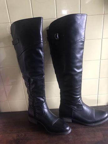Botas pelo joelho