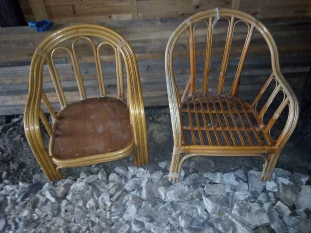 dwa duże fotele wiklinowe