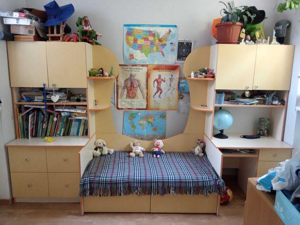 Детская мебель(кровать, шкафы, рабочий стол)