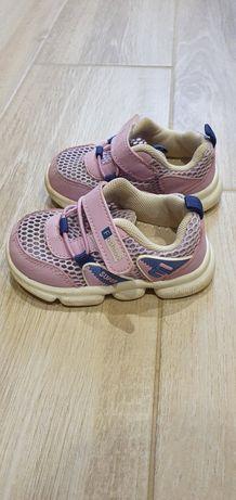 Дитячі кросівки ( 18 розмір, на 13 см)