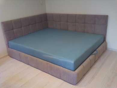 Угловая двухспальная кровать с ортопедическим матрасом