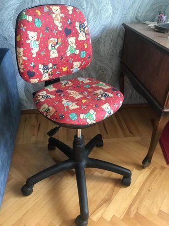 Компьютерное кресло для школьника отличное состояние