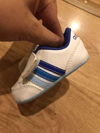 Пинетки кроссовочки adidas размер 1 (17) белые с синим на ножку 9см