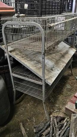 Casota de coelhos de dois pisos.
