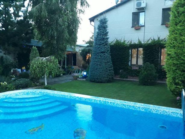 Дом на Фонтане , с бассейном и гаражом на 2 авто.