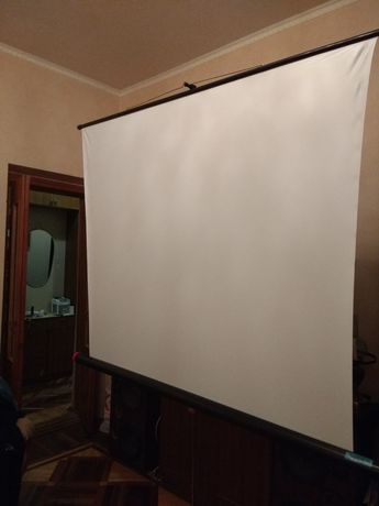 Экран проекционный на треноге 150*150