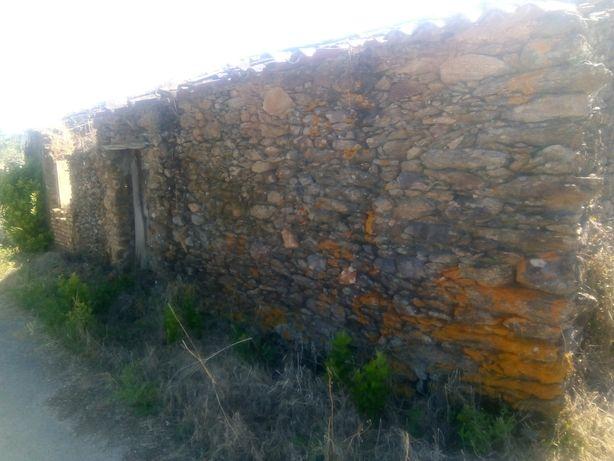 Habitação pedra , terreno Castelo de Bode - Tomar restauro , recuperar