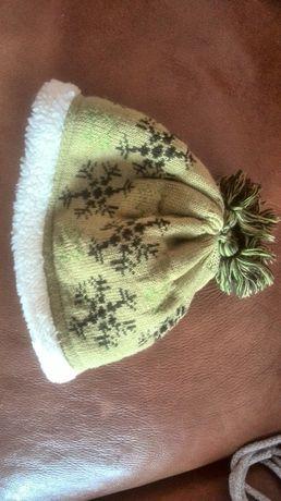 Зелена шапка утеплена, зимова, Німеччина. Якісна, приємна, підліткова.