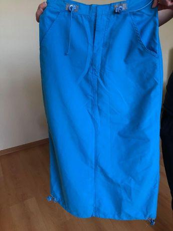 Niebieska spódnica na lato