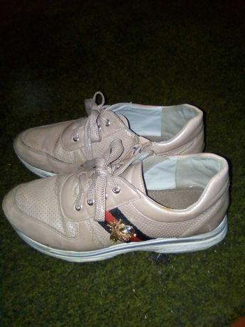 Кроссовки. Ботинки. 34 р