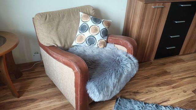 2 fotele ze skórzanymi podłokietnikami - bardzo wygodne