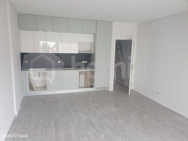 Apartamento T1 + 1 Quarteira