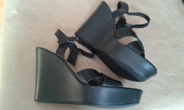 Sandały 37 czarne, koturn