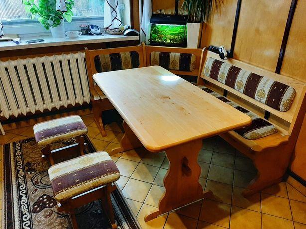 Narożnik kuchenny, stół i 2 taborety