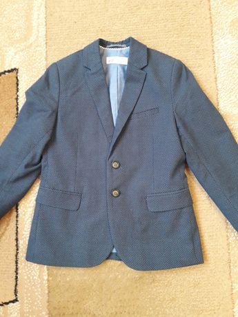 Пиджак  на мальчика на рост 128см