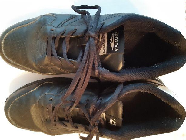 Buty sportowe chłopięco-młodzieżowe firmy sprandi rozmiar 40.