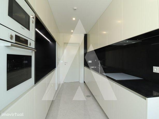 Apartamento T3 novo, com garagem e jardim privativo
