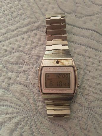 Relógio Seiko digital de 1981 (vintage) a funcionar.