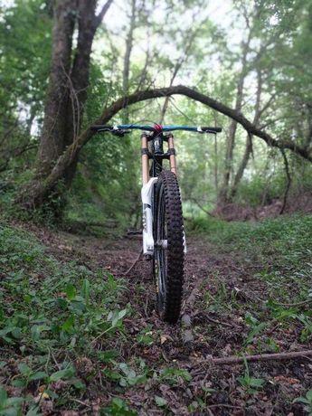 Mondraker summum- downhill