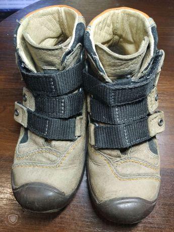 Ботинки на осень\зиму для мальчика 4-6 лет