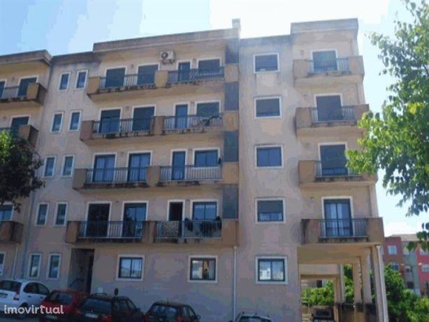Apartamento T2 no centro do Cadaval.