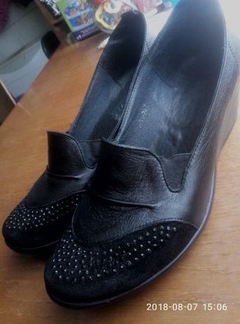 Женские кожаные туфли 40 р.