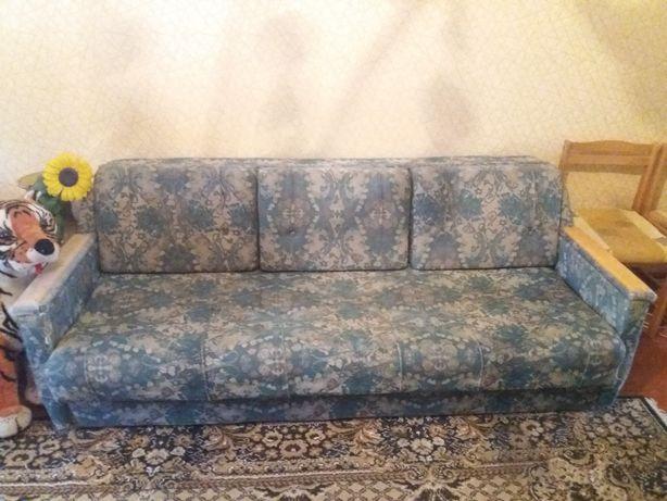 продається мягка частина диван і два крісла