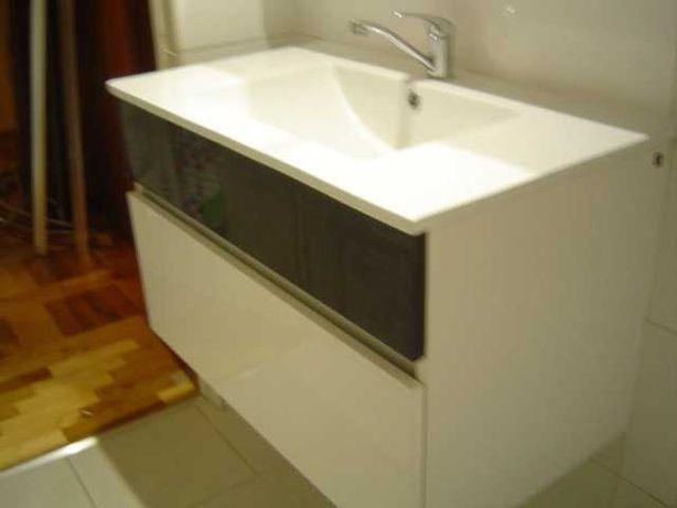 Umywalka łazienkowa z szafką podwieszaną